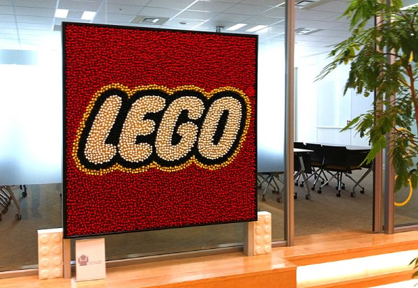 lego minifig logo