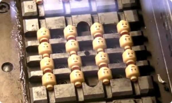 レゴ 工場 ミニフィグの頭