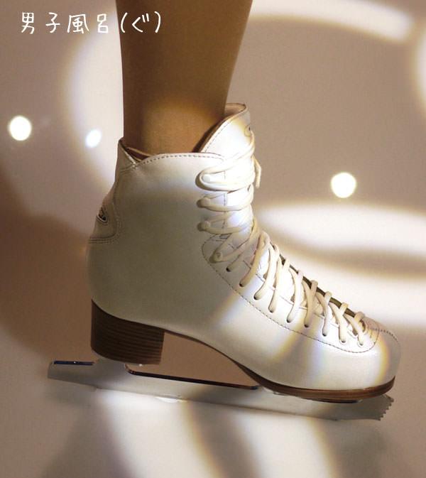 蝋人形 浅田真央 スケート靴