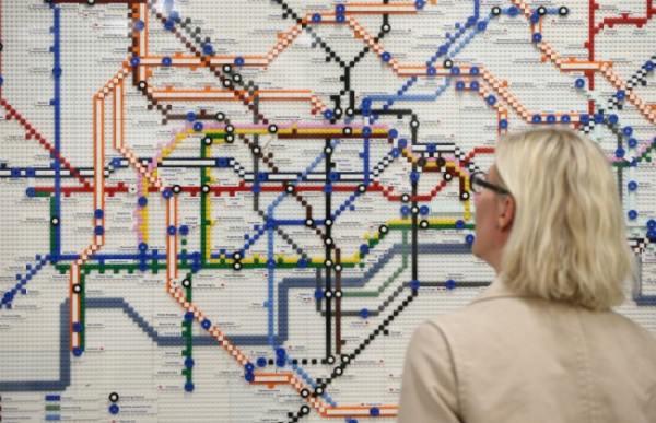 レゴで出来たロンドンの地下鉄マップ1