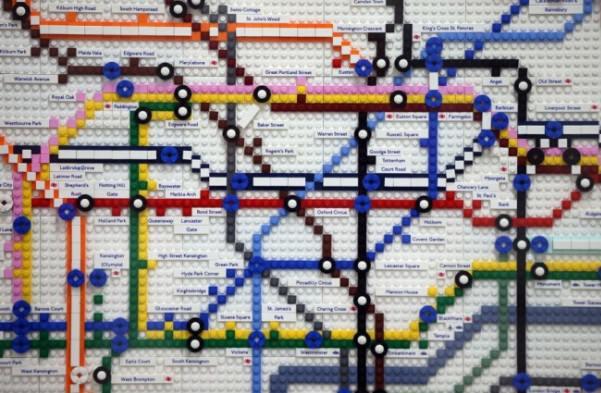 レゴで出来たロンドンの地下鉄マップ