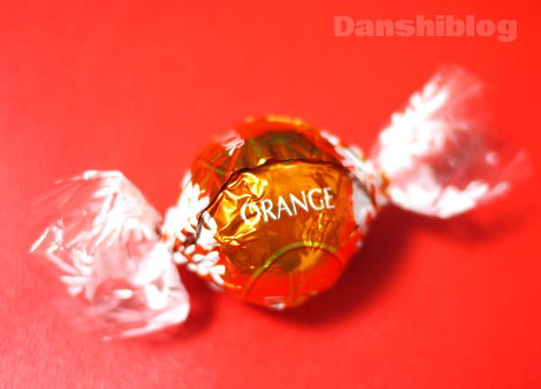 袋に「オレンジ」と書かれている