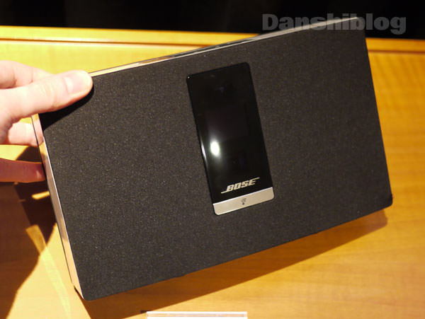SoundTouch Portable Wi-Fi music system 手に持った大きさ 結構小さい