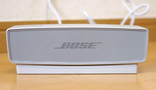 SoundLink Mini Bluetooth speaker II の正面 色はシルバー(パール)