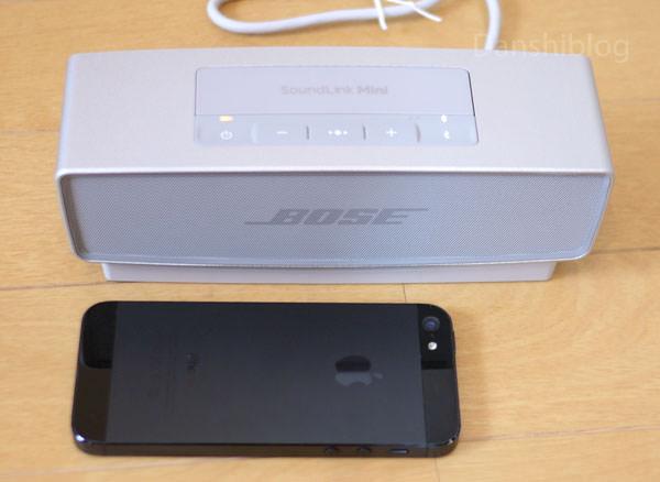 SoundLink Mini Bluetooth speaker IIの大きさをiPhone5と比較してみた画像