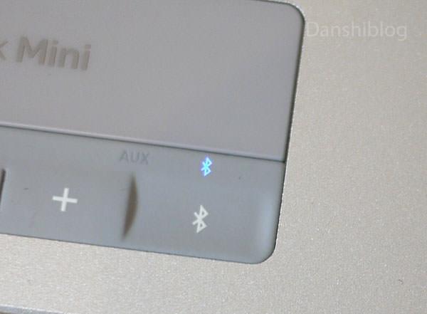 他のbluetooth機器とペアリングする場合、Bluetoothボタンを押す 青く光る